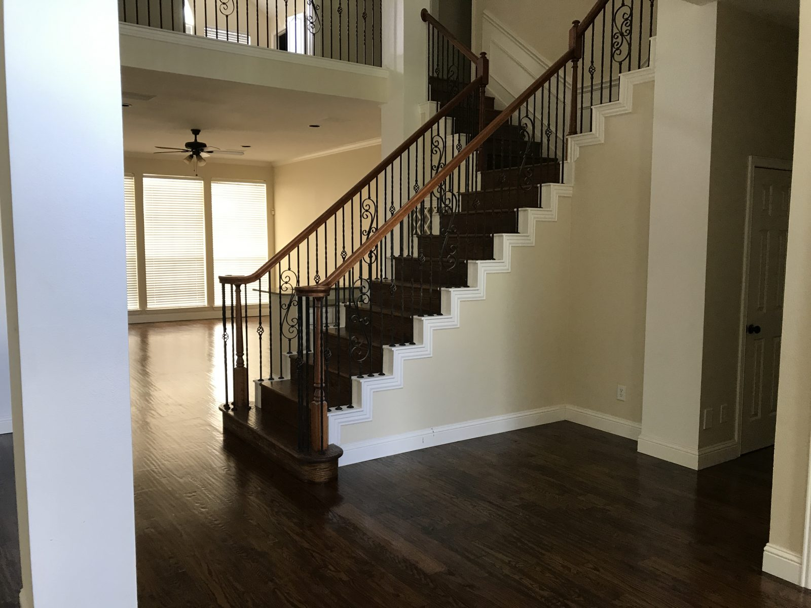 Installing quality hardwood flooring stairs in plano tx for Laying wood flooring