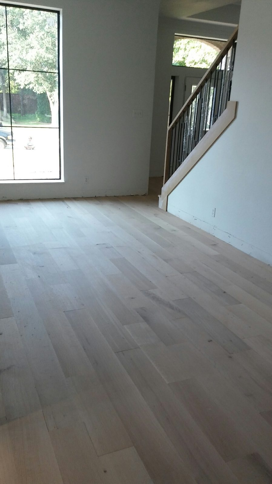 Unfinished Seven Inch Wide White Oak Engineered Wood Gc