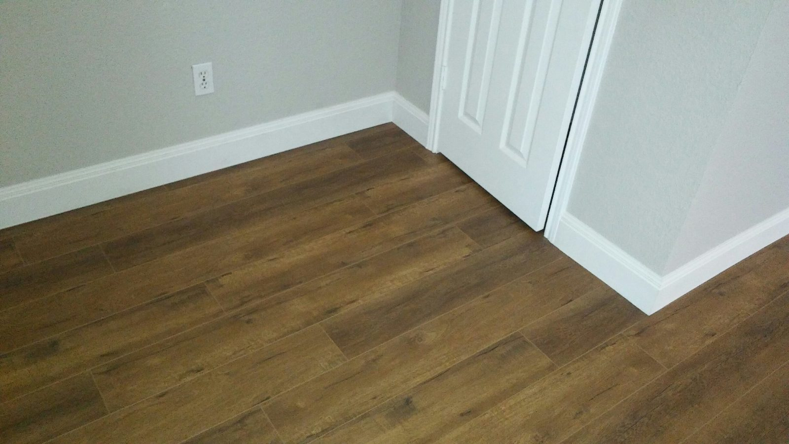 New laminate floors baseboards and paint ft worth tx gc in this house we did quite a bit of remodeling granite countertops laminate floors throughout tile in the kitchen and bathrooms interior and exterior dailygadgetfo Images